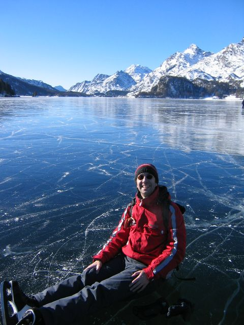 No snow for 3 weeks in Sils, so that lake Sils freezes over and we can go ice skating on it
